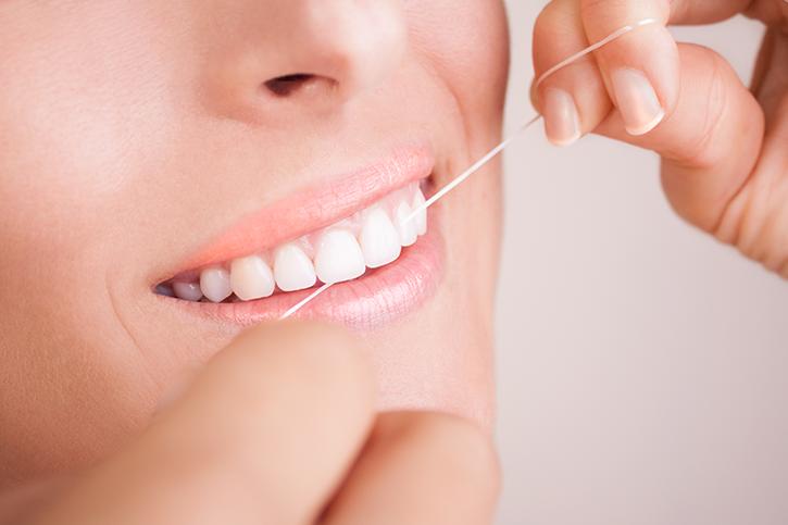 Importancia de la limpieza interproximal en la higiene oral diaria